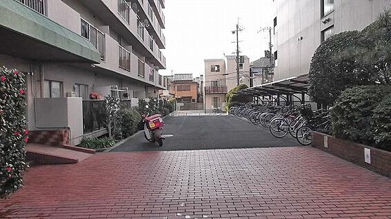 マンション(建物一部)-京都市南区久世上久世町 玄関前は開放感があります