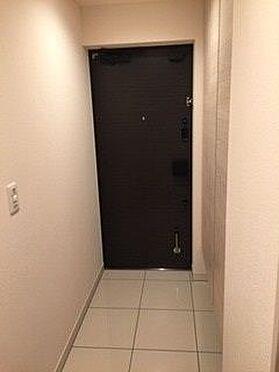 区分マンション-名古屋市東区矢田東 住まう人も来客も入った時にワクワクさせてくれるオシャレな玄関♪ 収納もたっぷりあるので、靴がたくさんあっても安心!