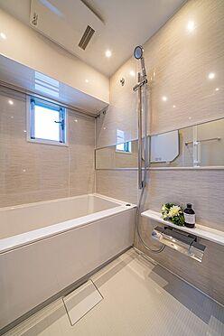 中古マンション-港区六本木5丁目 窓のある浴室