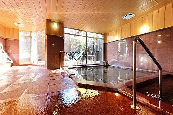 リゾートマンション-熱海市清水町 温泉大浴場:赤御影が特徴のマンション自慢の温泉大浴場。日々の疲れをゆっくりと癒してくれます。