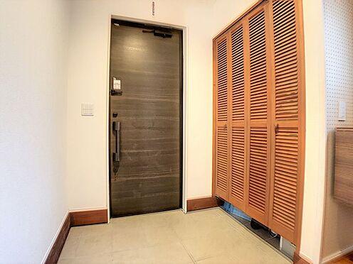 戸建賃貸-西尾市平坂吉山1丁目 玄関横にシューズボックスがついているので、片付いた玄関がキープできます。