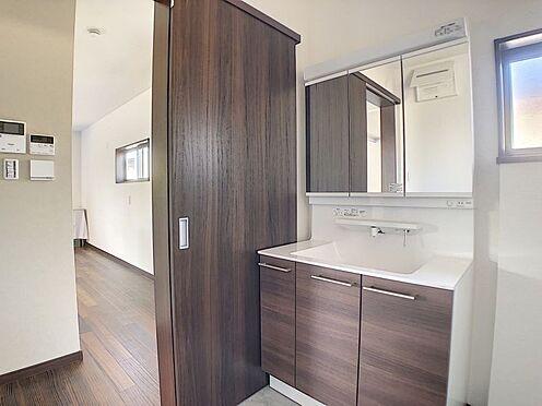 戸建賃貸-岡崎市東大友町字塚本 収納力に優れた洗面台を採用◎
