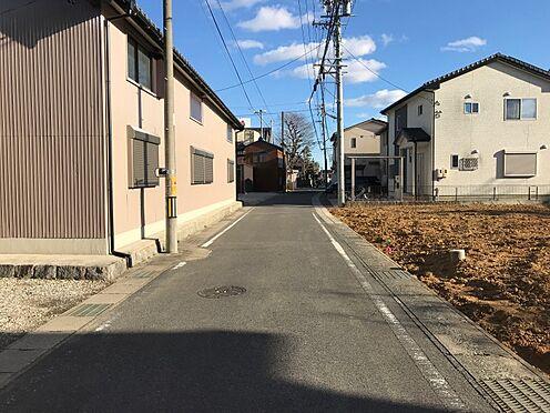 土地-豊田市駒場町北 前面道路も車が通り少なく安心です。