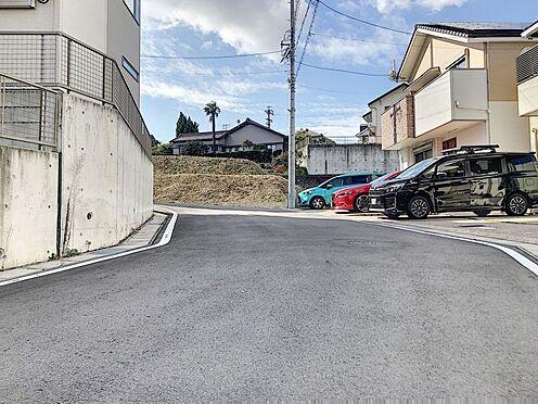 中古一戸建て-半田市亀崎高根町2丁目 前面道路は約6mと十分な広さがございます