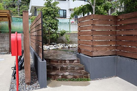 中古一戸建て-日進市岩崎町元井ゲ 総タイル張り、ハイセンスな玄関アプローチ。