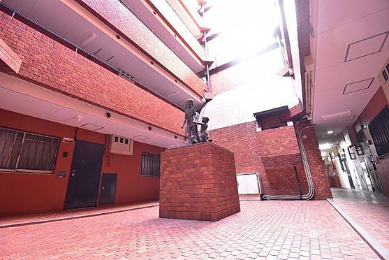中古マンション-荒川区西日暮里6丁目 吹抜けタイプの中庭