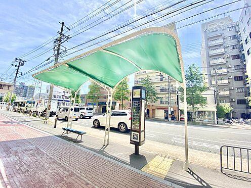 区分マンション-京都市中京区壬生仙念町 四条通りを挟んだ位置に最寄りバス停「四条御前」があります。当物件より徒歩2分です。バス停からマンションが見えます。