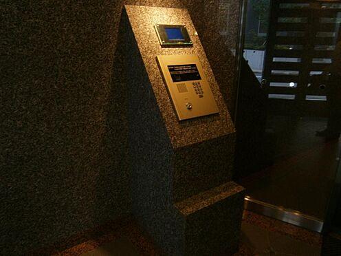 マンション(建物一部)-文京区千石4丁目 オートロックシステムを設置、居室内からモニターで来訪者を確認のうえ開錠できます。