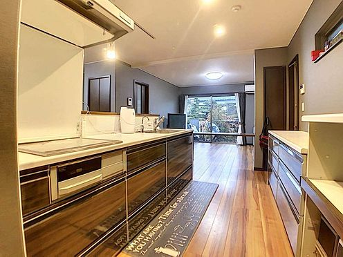 中古一戸建て-春日井市岩成台7丁目 収納キャビネットたっぷりの高級システムキッチン!対面式なので、お料理しながら家族を見渡せます♪