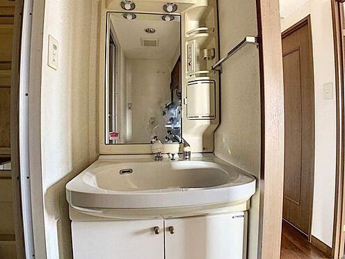 中古マンション-名古屋市守山区小幡千代田 ハンドシャワー付き洗面化粧台でいつでも洗髪でき便利です。