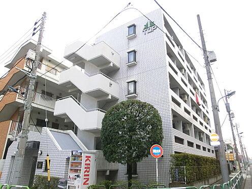 マンション(建物一部)-北区東十条6丁目 白を基調としたタイル張りの管理良好なマンションです。