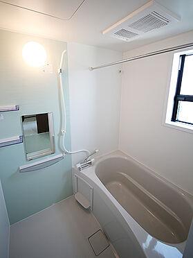アパート-東大阪市小若江1丁目 窓付きなので換気機能も優れた明るい空間。