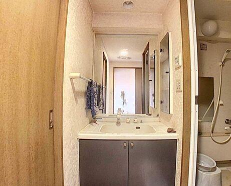 中古マンション-名古屋市守山区緑ヶ丘 キッチンからの移動が便利な洗面所です。