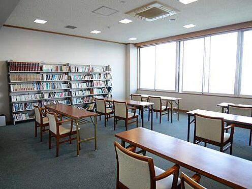 中古マンション-熱海市上多賀 図書室。6:00〜23:30又は24:00まで。他にもカラオケルームや多くの共用部が充実してます。