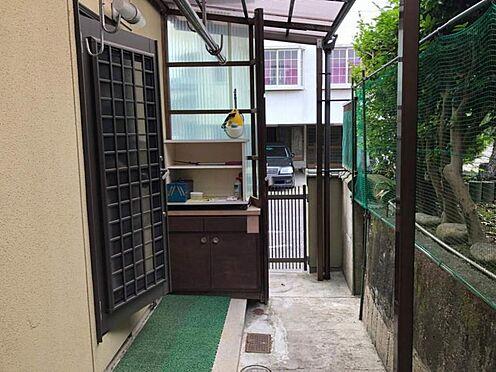 戸建賃貸-尾張旭市旭台2丁目 勝手口がございます。生ごみをお部屋に置いておかずにキッチンからすぐに外に出せます。