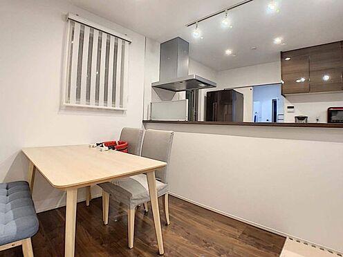 中古一戸建て-名古屋市守山区大森八龍1丁目 オープンキッチンで、家族の会話も弾むダイニング。