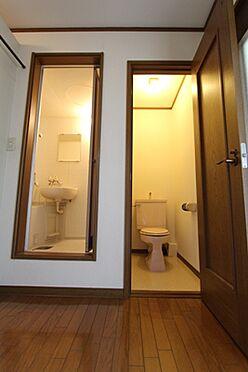 マンション(建物全部)-箕面市粟生間谷西3丁目 セパレートのトイレです。