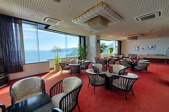 リゾートマンション-熱海市熱海 ビリヤード台が置かれたロビー。ホテル顔負けの施設です。