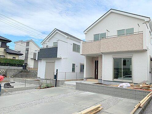 新築一戸建て-多摩市桜ヶ丘3丁目 カースペースは並列3台駐車可能。