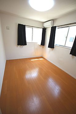戸建賃貸-磯城郡三宅町大字伴堂 洋室は全て2面採光。明るさを確保し、風通しも問題ありません。