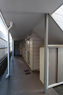 マンション(建物全部)-箕面市粟生間谷西3丁目 1階の廊下です。