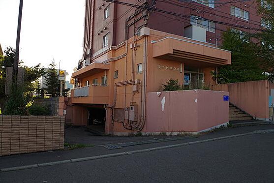 マンション(建物全部)-札幌市南区南沢四条3丁目 駐車場入り口