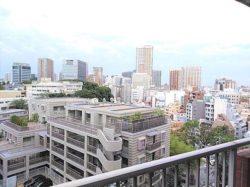 中古マンション-品川区東五反田1丁目 夜は彼方に見える高層ビルの夜景が綺麗です。お部屋の中から十分に楽しんで頂けます。