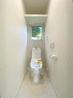 中古一戸建て-日進市岩崎町野田 トイレ上部の棚は掃除道具の収納として重宝しそうですね!