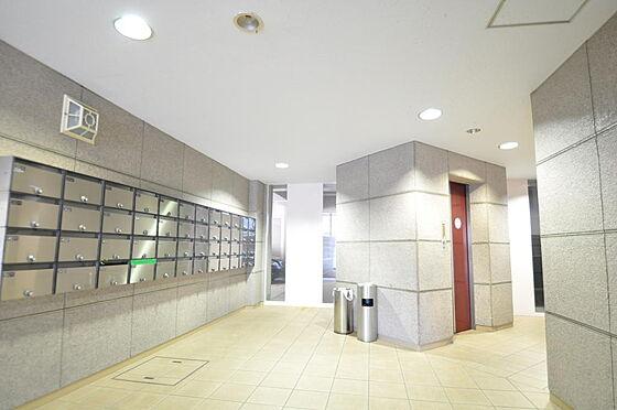 マンション(建物一部)-大阪市浪速区元町1丁目 明るく清潔な印象のエントランス。