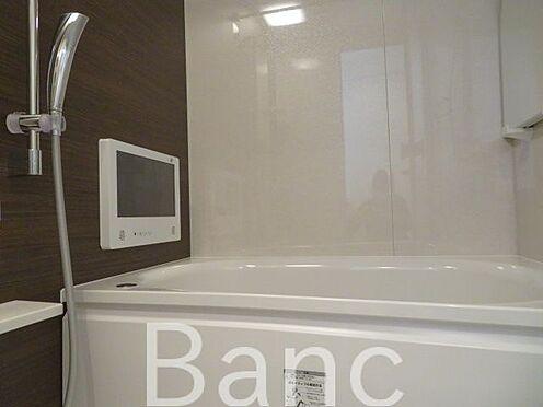 中古マンション-港区南麻布2丁目 追炊き浴室換気乾燥機能付きシステムユニットバスTVもついています