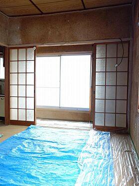 アパート-呉市西塩屋町 広縁に面した和室6帖は明るい空間です(3階)