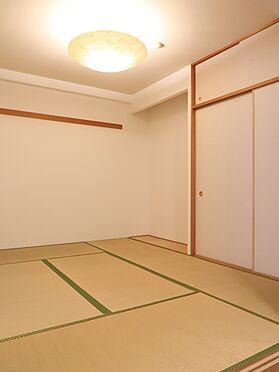 中古マンション-横浜市瀬谷区五貫目町 約6.0帖の和室。収納力豊富な押し入れを設置