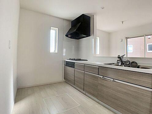新築一戸建て-名古屋市守山区新守山 リビングからの日差しが入る明るいキッチンです。