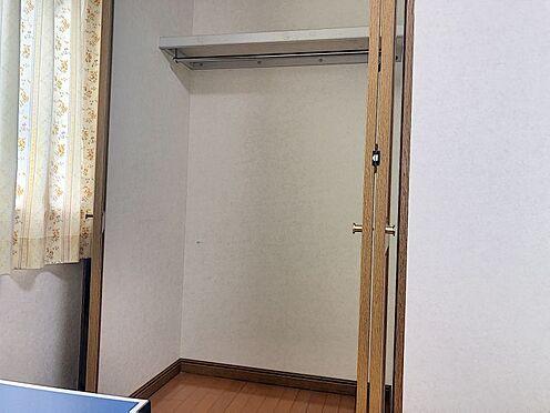 中古一戸建て-岡崎市上地2丁目 洋室にクローゼット、和室に押入れとファミリー向けならではの収納力