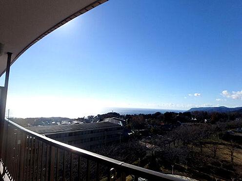 中古マンション-伊東市富戸 ≪眺望≫ 斜め左手に相模湾を望む眺望が広がります。