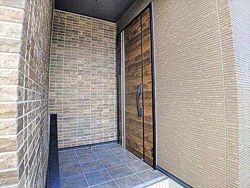 戸建賃貸-江南市高屋町十六田 高級感のある玄関ドア。