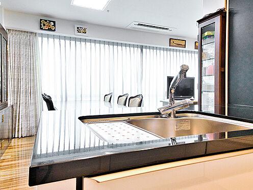 中古マンション-品川区西五反田3丁目 高級感のあるキッチン(未使用の食洗器付き)