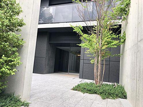 区分マンション-名古屋市西区名駅2丁目 マンション入り口の植栽が落ち着いた雰囲気を演出します♪