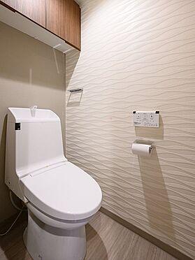中古マンション-品川区八潮5丁目 お手洗いは独立した位置にあり大変に落ち着きます。浴室に向かう家族とバッティングする事もありません