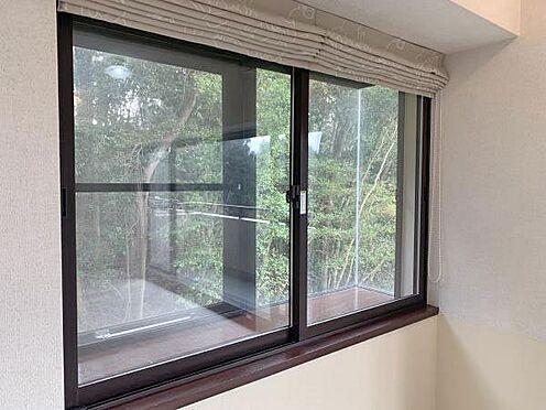 中古マンション-伊東市八幡野 ≪LDK≫ こちらの窓は二重サッシにされています。