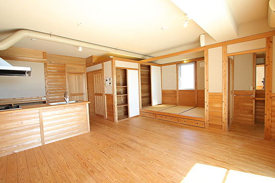 マンション(建物全部)-豊田市本新町7丁目 室内は無垢の木と珪藻土。クロスや合板は使用していません。306号室