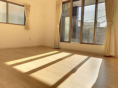 中古一戸建て-半田市亀崎高根町2丁目 広々としたバルコニーに繋がる一室です!