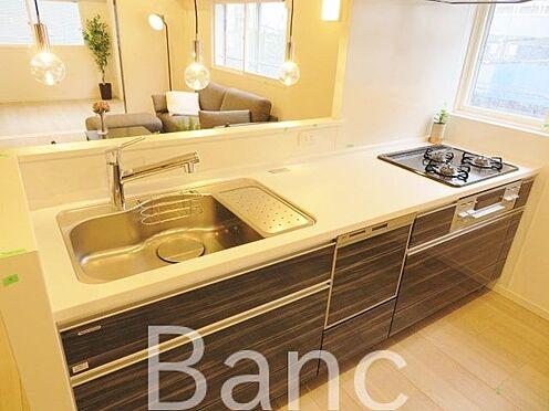 中古マンション-中野区新井1丁目 人気の対面式システムキッチンを採用