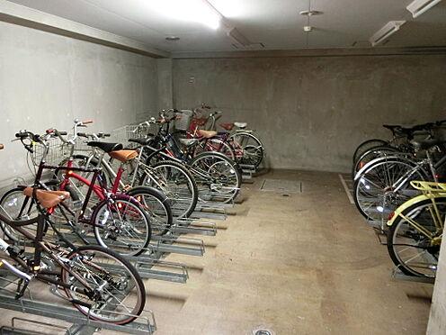 マンション(建物一部)-世田谷区上馬2丁目 1階共用部分には屋根付き駐輪場が完備しております