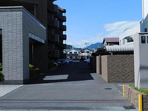 中古マンション-静岡市葵区大岩1丁目 駐車場アプローチ