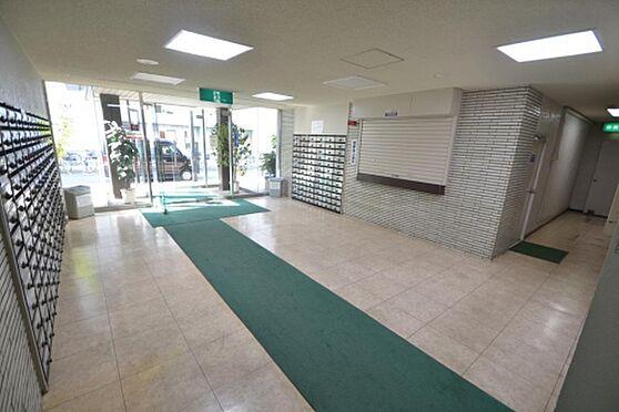マンション(建物一部)-大阪市東淀川区西淡路1丁目 綺麗に清掃されたエントランス。
