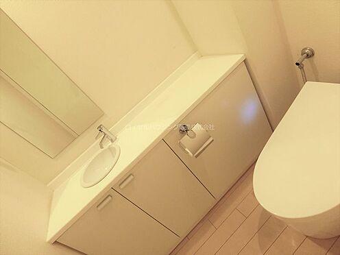 中古マンション-横浜市神奈川区栄町 トイレはタンクレスタイプに交換されています