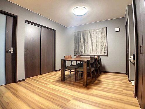 中古一戸建て-春日井市岩成台7丁目 複数の飾り棚・物入があるので、お部屋もすっきり片づけられます!