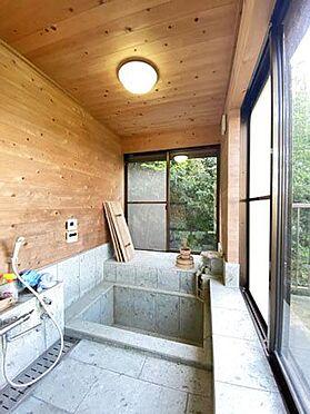 中古一戸建て-伊東市宇佐美 ≪浴室≫ 別荘らしい雰囲気の浴室。
