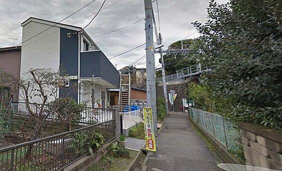 アパート-横須賀市三春町4丁目 前面道路です。